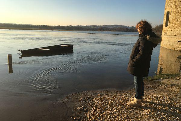 Dans le petit village de Warcq près de Charleville-Mézières, les habitants sont habitués à voir la Meuse s'inviter aux pieds des maisons et dans les jardins, chacun se surveille du coin de l'œil depuis des décennies.