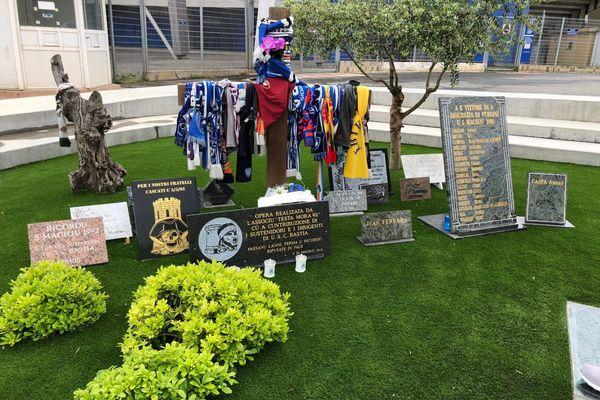 Depuis 28 ans, chaque 5 mai, les hommages affluent pour saluent la mémoire des 18 personnes décédées et des 2.300 blessés.