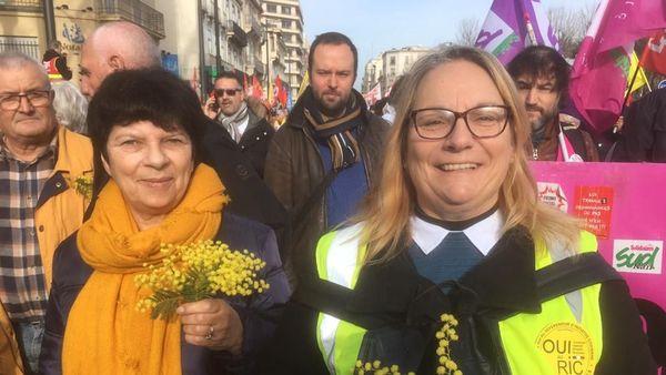 Des gilets jaunes défilent contre la réforme des retraites ce vendredi 24 janvier 2020 à Perpignan.
