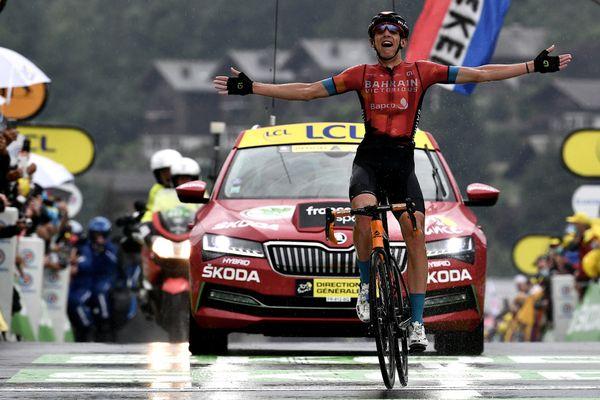 Dylan Teuns à l'arrivée de la huitième étape du Tour de France au Grand-Bornand le 3 juillet 2021.