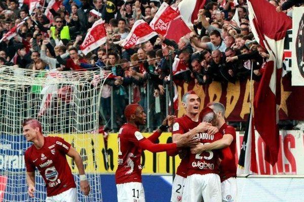 La joie des messins et du public après l'ouverture du score dès le début de la rencontre par Fauvergue.