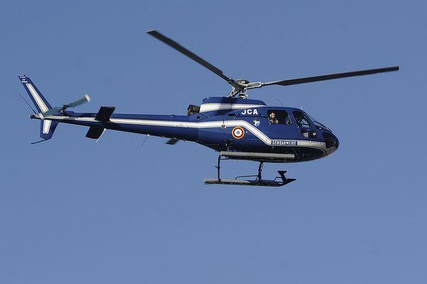 L'hélicoptère de la gendarmerie d'Egleton a repéré le véhicule du fugitif