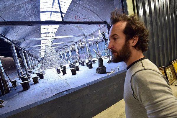 Septembre 2015, gare Saint-Sauveur à Lille, Scott Hocking installe Babel