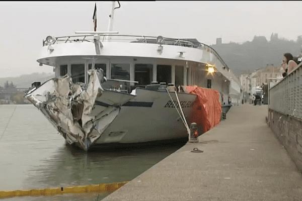 La coque ayant été atteinte assez haut, le bateau accidenté a pu naviguer jusqu'à Vienne.