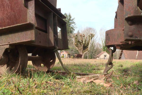 Des restes d'anciennes mines de kaolin à St-Yrieix-la-Perche en Haute-Vienne.