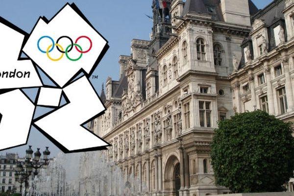 Un écran géant est installé à l'Hôtel de Ville pour ne rien rater des Jeux Olympiques de Londres 2012.