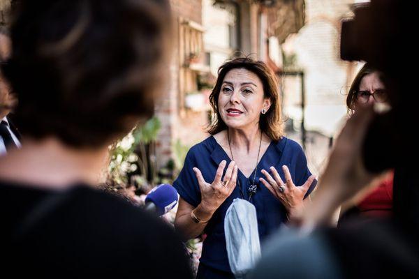 Carole Delga en juin 2020 dans les rues de Perpignan