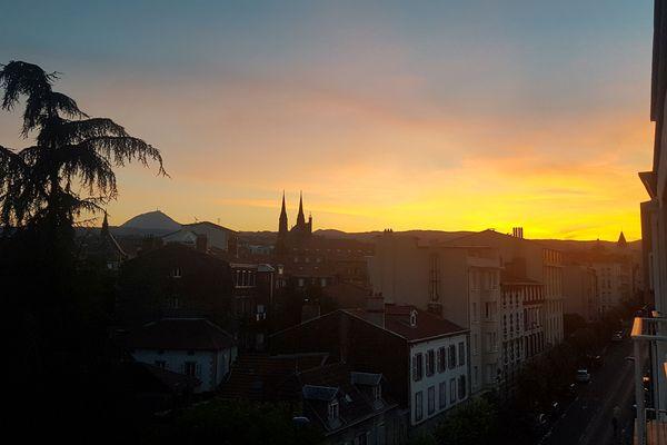 A Clermont-Ferrand, même la nuit n'apporte pas de fraîcheur.