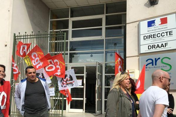 Rassemblement devant la Direction régionale du travail et de l'emploi à Bastia, le 17 mai 2016.