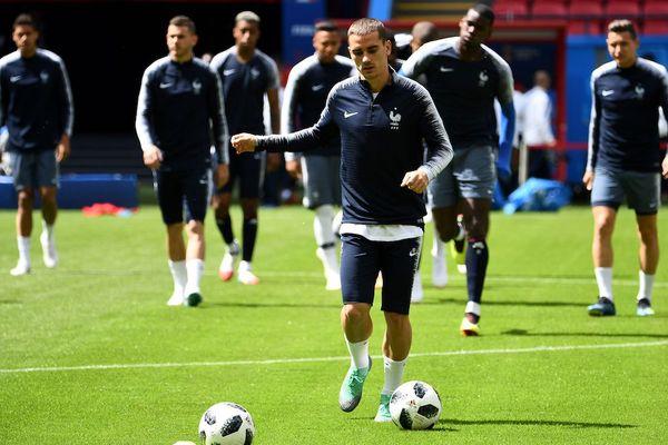 Antoine Griezmann à l'entraînement avec ses coéquipiers de l'équipe de France lors du Mondial de foot 2018 en Russie