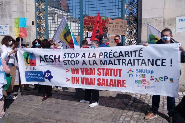 Manif des AESH, ce 8 avril 2021, devant la Préfecture d'Indre-et-Loire
