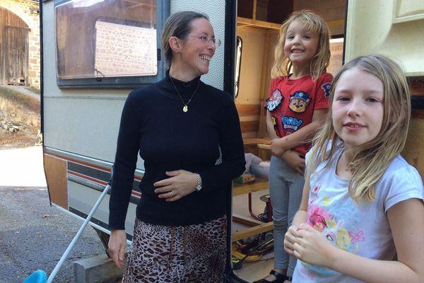 Sarah, future nomade, et ses filles
