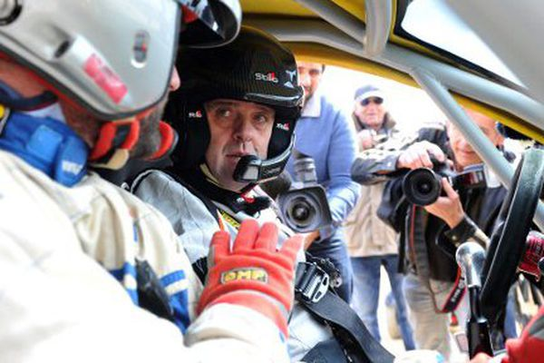 Philippe Croizon dans son véhicule spécialement aménagé pour compenser son handicap.