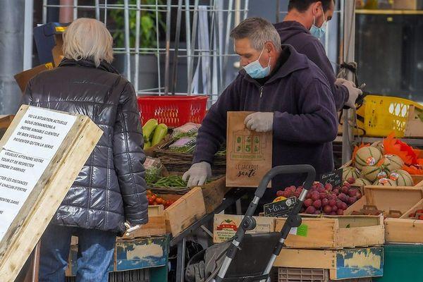 Sauf dérogation locale, les marchés de plein air sont désormais fermés.