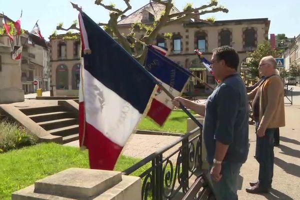 Une commémoration du 8 mai 1945 aussi restreinte à Decazeville (Aveyron) ce 8 mai 2020, bien loin des 100 à 200 personnes habituelles sans école et musiciens.