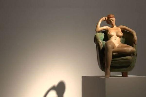 L'une des nombreuses femmes nues sculptée dans le bois par Jacques Lasserre