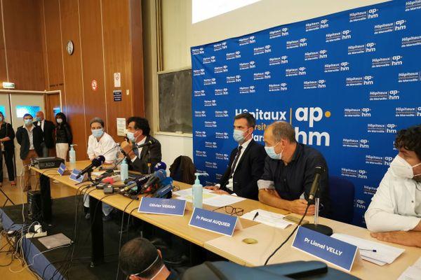 Olivier Véran justifie ses choix en conférence de presse à la Timone, à Marseille