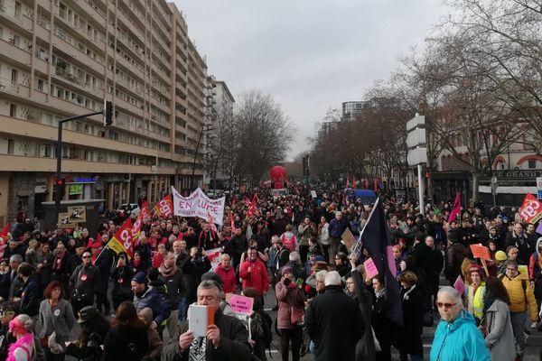 La manifestation toulousaine est partie à 10h de la place St Cyprien, pour remonter les boulevards jusqu'au Grand-Rond.