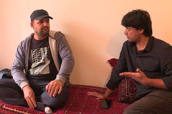 Isa Khan Mohammad et Obaidullah Haidari deux anciens auxiliaires afghans inquiets pour leurs familles