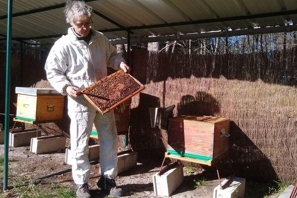 Bernard Gaucher apiculteur professionnel à Yvoy-le-Marron dans le Loir-et-Cher