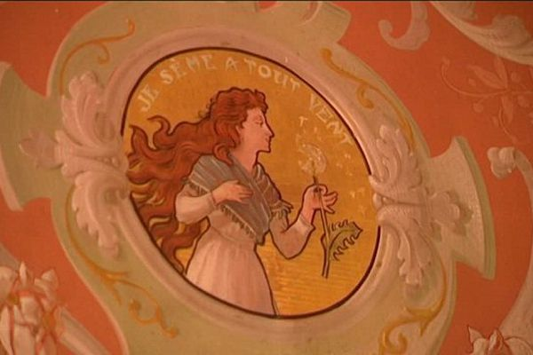 La Semeuse, initialement dessinée par Eugène Grasset, a considérablement évolué au fil des décennies.