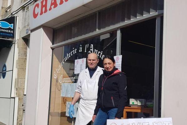 Interdits de marchés, Anne et Yann Le Cadet ont rouvert leur charcuterie à Lorient.