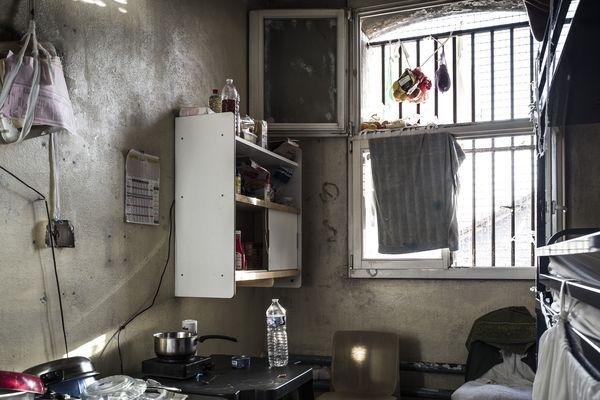 Le personnel pénitencier redoute une explosion des cas dans les prions françaises.