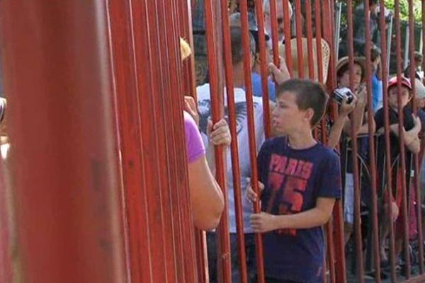 Le public des fêtes votives est désormais prié de rester derrière les barrières, à Mauguio dans l'Hérault