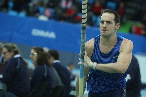 Licencié au Clermont Athlétisme Auvergne, Renaud Lavillenie a remporté le concours de la perche des Championnats de France grâce à un saut à 5,83m.