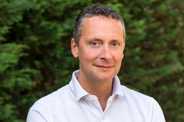 Renaud George, est le maire LREM de Saint Germain au Mont d'Or, vice-président de la Métropole de Lyon.