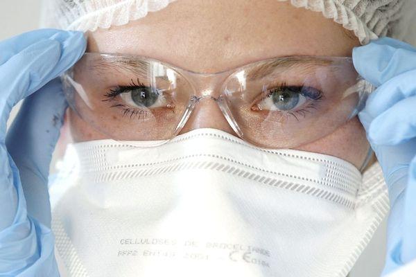 Le personnel soignant demande depuis des jours à être équipé de masque FFP2 pour se protéger du coronavirus.