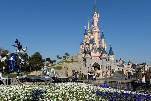 Le groupe emploie 16 000 personnes à Disneyland Paris.