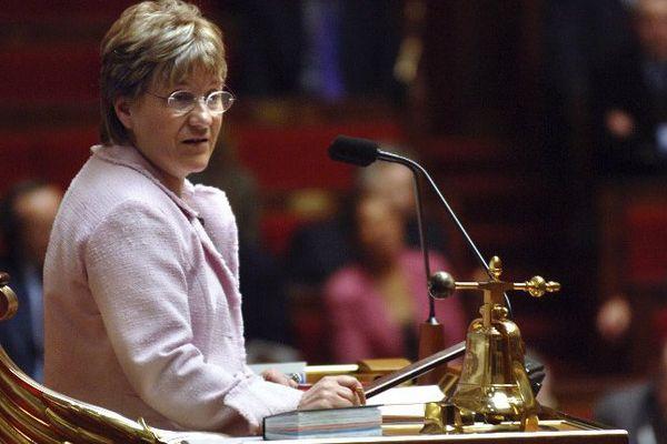 """La vice-présidente (PS) de l'Assemblée Paulette Guinchard-Kunstler, préside le 08 mars 2005 à Paris, la séance des questions au gouvernement à l'occasion de la Journée internationale des femmes. Paulette Guinchard-Kunstler s'est dite """"prête à recommencer"""" à sa sortie de l'hémicycle."""