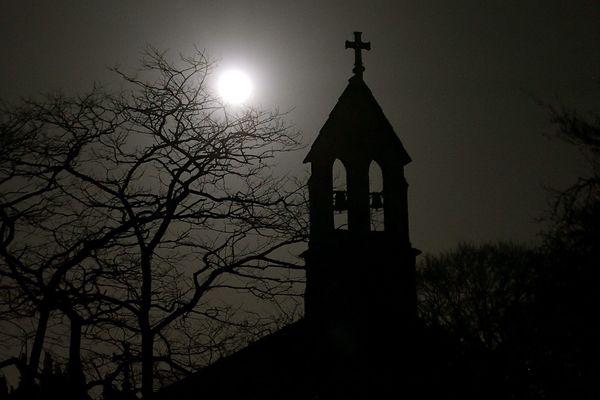 Une super lune, photographiée au-dessus de l'Angleterre. (image d'illustration)