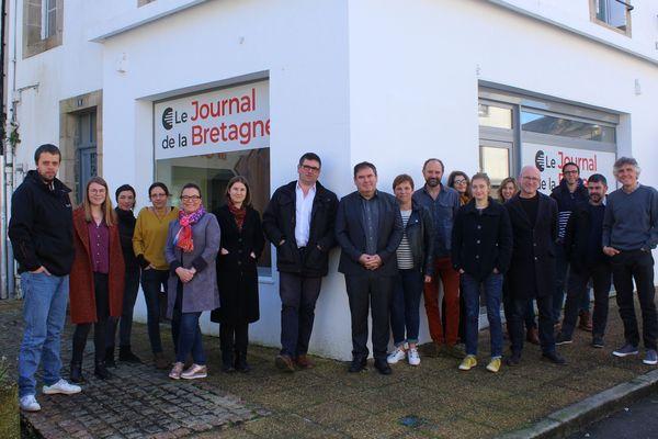 L'équipage du Journal de Bretagne, nouvel hebdomadaire d'informations généralistes