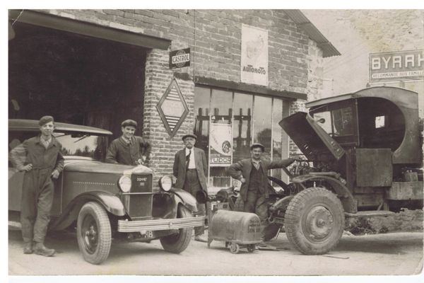 Bernard Cournil fait ses débuts dans la mécanique dans la forge de son père au Rouget dans le Cantal.