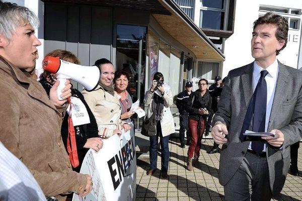 Arnaud Montebourg, le ministre du redressement productif a rencontré les syndicats de STX à la mairie de Bouguenais, en marge il a aussi échangé avec les salariés du Crédit Immobilier de France