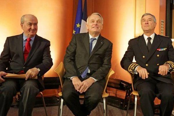 Le 16 décembre 2013, signature du pacte d'avenir pour la Bretagne, entre le président du Conseil régional, Pierrick Massiot, le Premier ministre, Jean-Marc Ayrault et le préfet Patrick Strzoda