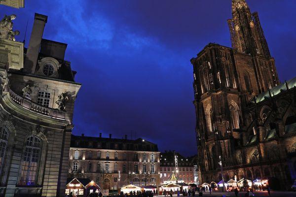L'exercice d'incendie élabore une situation qui a lieu pendant le marché de Noël de Strasbourg.