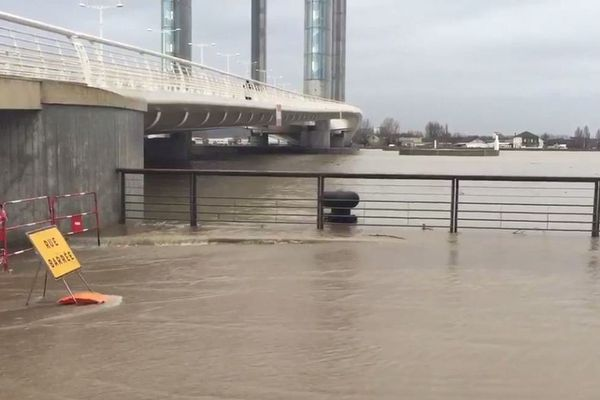 Crue de la Garonne à Bordeaux (en 2016)