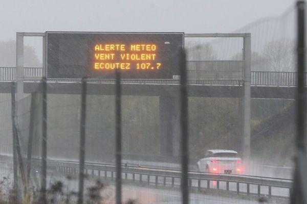 """L'Allier et le Puy-de-Dôme ont été placés en vigilance orange par Météo France pour """"vents violents"""" ce dimanche 1er mars."""