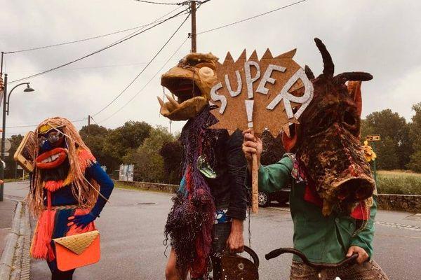 La Mascarade met en scène des personnages fantastiques, issus d'un bestiaire créé pour l'occasion.