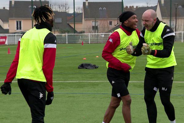 L'équipe du Football Club de Rouen s'entraîne avec le sourire avant de recevoir Angers en Coupe de France
