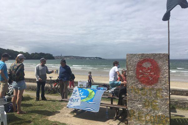 """Le """"poste de recours"""" installé devant la plage du Ris à Douarnenez"""