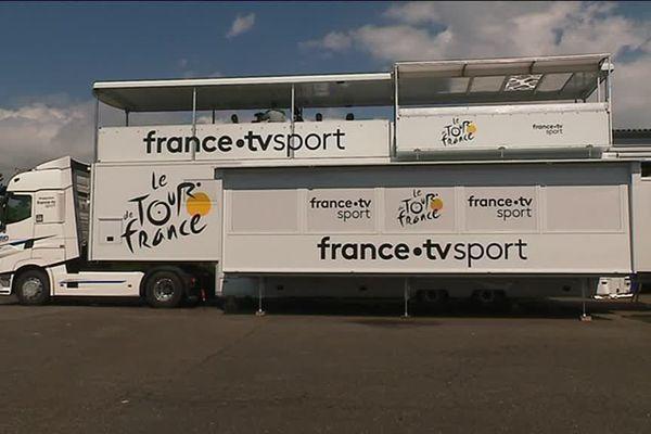 Les camions de France Télévisions pour le Tour de France cycliste