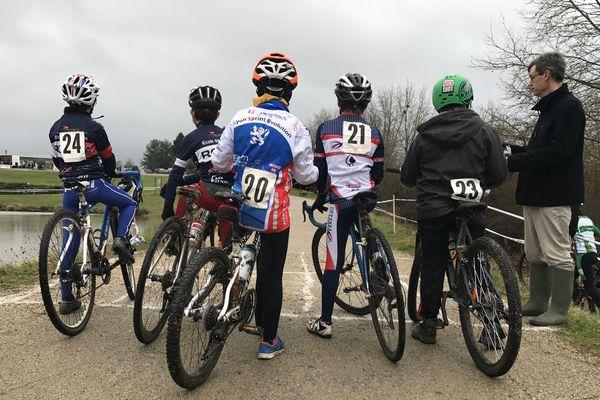 50 cyclistes participent à la 5ème édition du Cyclo cross des Ozières (Allier).
