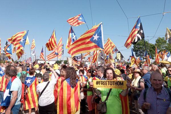 Les manifestants catalans devant le Parlement européen de Strasbourg.