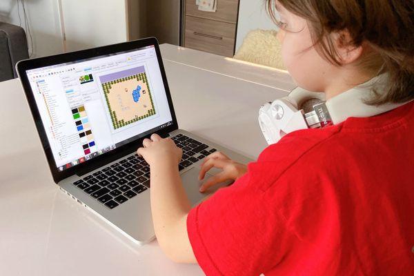 Seiji réalise le pixel art de son jeu Kubo 3 pour Nintendo NES