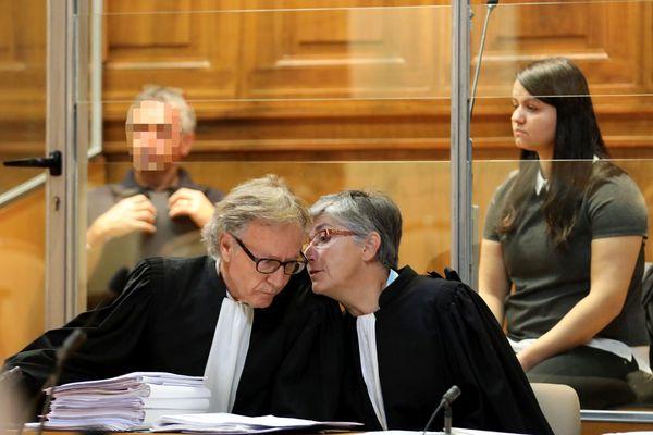 Carmen, 22 ans, a été condamnée à huit ans de réclusion criminelle mardi soir par les jurés de la cour d'assises du Gard, pour avoir tué son père d'une balle dans la nuque en 2016, dans un contexte de violences intra-familiales.