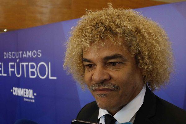 """""""C'est douloureux et triste. C'est un père pour moi qui s'en va"""", a réagi l'ex-joueur phare de Montpellier Carlos Valderrama, en apprenant le décès du président du club Louis Nicollin."""